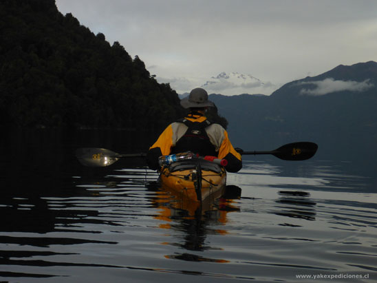 kayaking todos los santos lake close to Argentina
